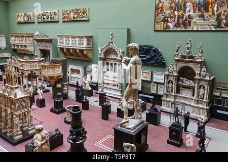 L'Angleterre, Londres, Knightsbridge, Victoria and Albert Museum, le Cast Tribunaux Photo Stock