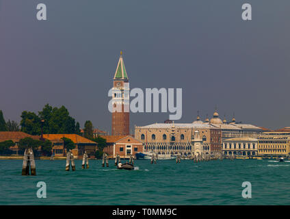 Piazza San Marco avec campanile di San Marco, Venise, Vénétie, Italie Photo Stock