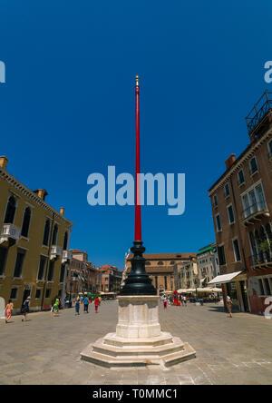 Drapeau sur un poteau carré, Vénétie, Venise, Italie Photo Stock
