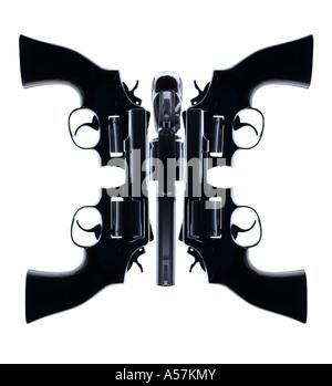Cinq pistolets placés de manière créative pour créer un visage ou de forme intéressante Photo Stock