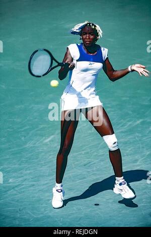Venus Williams en compétition aux Championnats de Tennis de Lipton 1998 Photo Stock