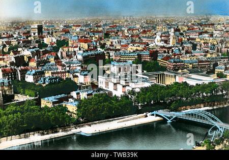 Paris, France - Panorama de Paris à partir de la Tour Eiffel. Date: vers 1940 Photo Stock