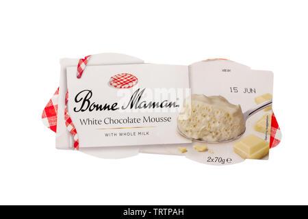 Pack de bonne maman Mousse au chocolat blanc avec du lait entier, isolé sur fond blanc Photo Stock
