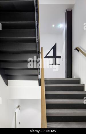 Par l'escalier. 8 Bloomsbury, Londres, Royaume-Uni. Architecte: Buckley Gray Yeoman, 2017. Photo Stock