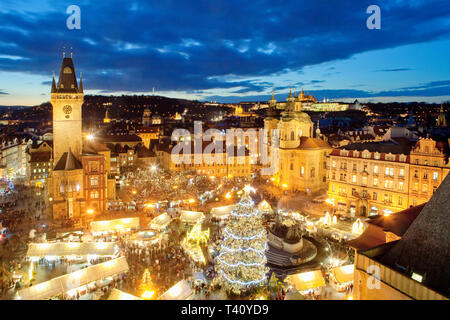 République tchèque, Prague - Marché de Noël sur la place de la Vieille Ville Photo Stock