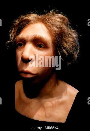 Reconstruit buste d'un homme de Neandertal Le Moustier, France, 45 000 BC. Photo Stock