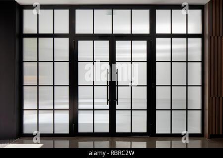 Crittal portes et fenêtres à la réception. 8 Bloomsbury, Londres, Royaume-Uni. Architecte: Buckley Gray Yeoman, 2017. Photo Stock