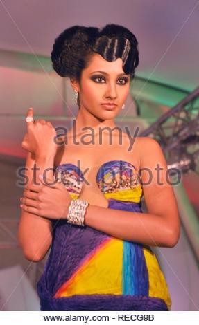 Un modèle de bijoux affichage pendant la Mumbai bijoux et pierres précieuses (juste MJGF) fashion show organisé par UBM India Pvt. Ltd. à Mumbai, Inde, 05 janvier 2013. Deven (cont) Photo Stock
