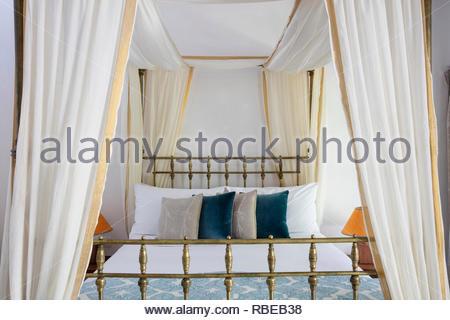Lit à baldaquin romantique. Jalakara Villa Hotel, Andaman et Nicoar, France. Architecte: Ajith Andagere, 2016. Photo Stock