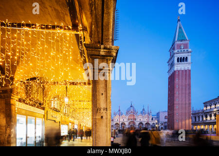 La Place Saint Marc, Basilique Saint-Marc et Campanile, San Marco, Venise, UNESCO World Heritage Site, Vénétie, Italie, Europe Photo Stock