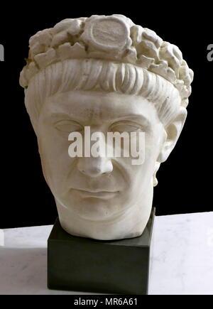 Copie d'un buste romain de Trajan (53 - 117 AD). Empereur romain de 98 à 117 Ma. Officiellement déclaré par le Sénat optimus princeps ('le meilleur ruler'), Trajan est considéré comme un bon soldat-empereur qui a présidé à la plus grande expansion militaire de l'histoire romaine Photo Stock