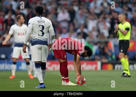MOHAMED SALAH PLACE LA BALLE POUR MORT, Tottenham Hotspur FC V LIVERPOOL FC, 2019 Photo Stock