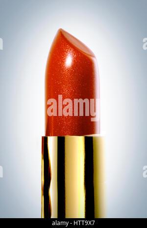 Tube de rouge à lèvres rouge debout avec stick Photo Stock