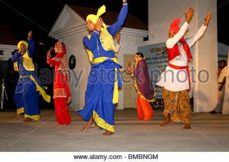 Danse traditionnelle BANGRA du Punjab, en Inde Photo Stock