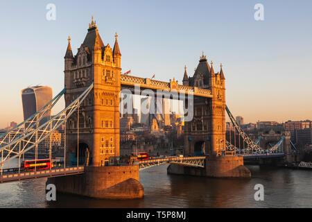 L'Angleterre, Londres, Tower Bridge et de la ville de Londres Photo Stock