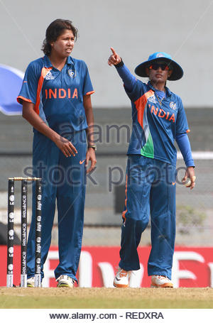 Skipper de l'équipe de femmes indiennes Mithali Raj et Jhulan Goswami de l'Inde à l'égard des femmes match de Coupe du Monde contre l'Angleterre à l'ICC la masse dans Mumbai, Inde Le 3 février 2013. (Ramesh Nair/ IMAGES SOLARIS) Photo Stock