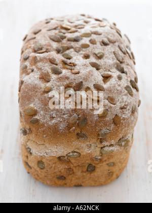 Du pain complet avec les graines de citrouille tourné avec un appareil photo numérique moyen format professionnel Photo Stock