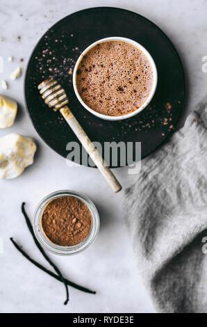 Produits laitiers sains gratuitement du chocolat chaud Photo Stock