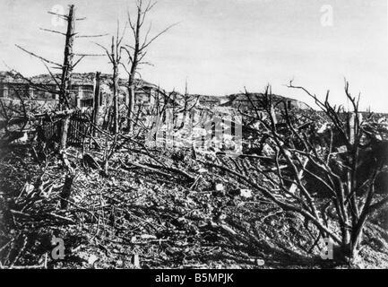 9 1916 315 A1 E bataille près de Verdun Vue de Fort Vaux la Première Guerre mondiale, Front de l'Ouest Photo Stock