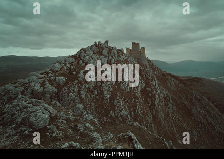 Vieux château de Calascio dans les Abruzzes, Italie Photo Stock
