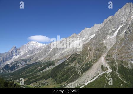 Vue panoramique sur le Mont Blanc. Courmayeur Photo Stock