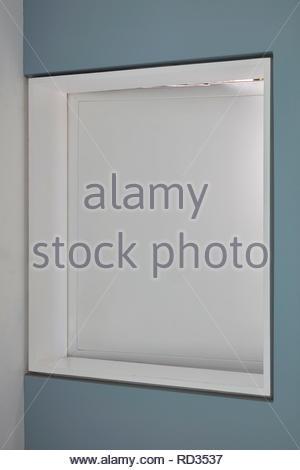 La fenêtre de la chambre ouverte à la maison en contrebas. Maison engloutie - Windows, Londres, Royaume-Uni. Architecte: Adjaye Associates , 2019. Photo Stock