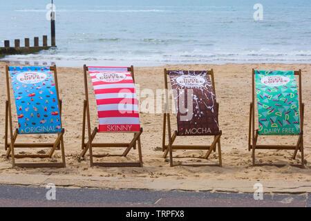 Café glacé Jimmys transats à la plage de Bournemouth, Dorset UK en Juin Photo Stock