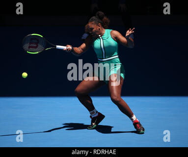 Melbourne Park, Melbourne, Australie. 19 Jan, 2019. Open de tennis d'Australie, jour 6 ; Serena William de USA renvoie la balle contre Dayana Yastremska de Ukraine Credit : Action Plus Sport/Alamy Live News Photo Stock