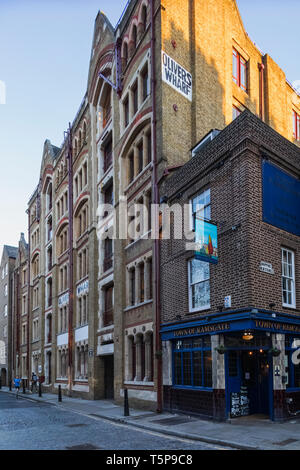 L'Angleterre, Londres, Wapping, Wapping High Street, quai résidentiel et bâtiments Ville de Ramsgate Pub Photo Stock