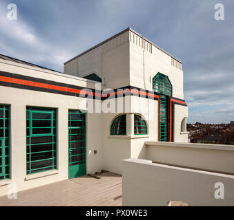 L'extérieur de l'emblématique bâtiment Hoover art déco à Londres, au Royaume-Uni qui a été transformé en appartements par Interrobang Architectes et Webb Yates Engine Photo Stock