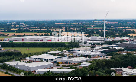 Vue aérienne de grandes éoliennes dominant le paysage dans l'oeil, Suffolk Angleterre Photo Stock