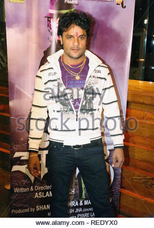 Bollywood acteur Khesari Lal Yadav pose lors du lancement de l'affiche à venir Bhojpuri film Sansar à Mumbai, Inde, 04 février 2013. Aakash (Berde) Photo Stock