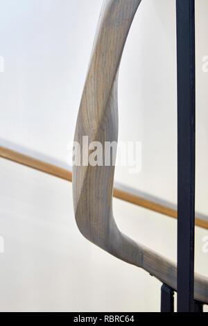 Main courante bois détail. 8 Bloomsbury, Londres, Royaume-Uni. Architecte: Buckley Gray Yeoman, 2017. Photo Stock