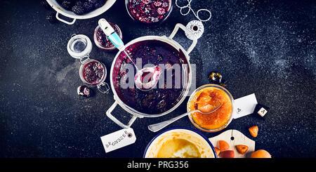 Tableau: Blackberry jam / confiture d'abricot Photo Stock