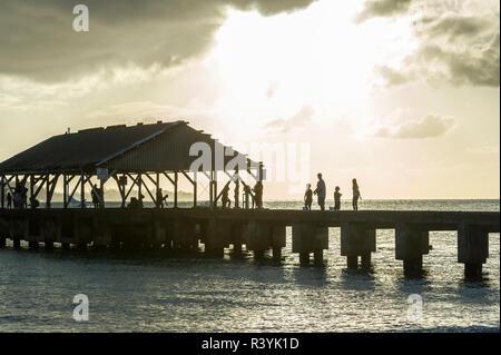La baie de Hanalei Hanalei, Kauai, Hawaii, jetée, coucher du soleil Photo Stock