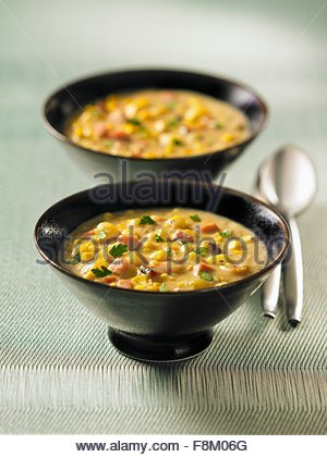 Deux bols de soupe de maïs Photo Stock
