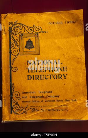 L'Angleterre, Londres, South Kensington, Musée des sciences, de l'affichage d'un annuaire téléphonique national américain pour l'American Telephone and Telegraph Company Photo Stock
