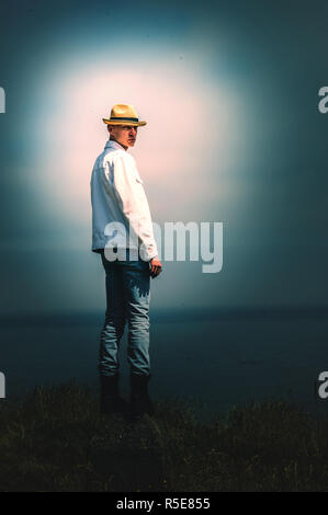 Jeune homme dans la nature Photo Stock
