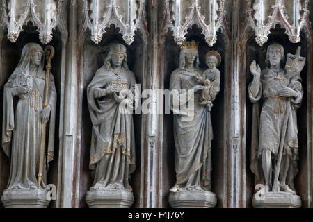 Des statues dans l'église de l'Université de Sainte Marie la Vierge, Oxford, Oxfordshire, Angleterre, Photo Stock
