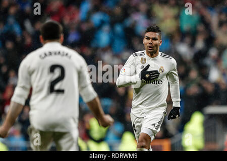 Santiago Bernabeu, Madrid, Espagne. 19 Jan, 2019. La Liga football, Real Madrid contre Séville ; Carlos Enrique Casemiro (Real Madrid) célèbre son but qui a 1-0 : Action Crédit Plus Sport/Alamy Live News Photo Stock
