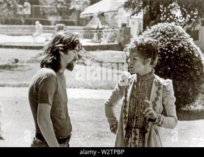 HEDDA 1975 Film Productions sous gaine avec Glenda Jackson et Peter Eyre (?) Photo Stock