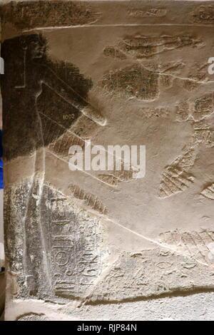 Une photographie prise de tombeau WV23, dans la Vallée des Rois, a été le lieu du dernier repos d'Ay Pharaon de la xviiième dynastie. Découvert par Giovanni Battista Belzoni dans l'hiver de 1816, sa structure est similaire à celle de la tombe d'Akhenaton, avec une ligne droite non décorée, en ordre décroissant, couloir menant à une chambre 'bien' qui n'a pas d'arbre. Le passage mène à la chambre funéraire, qui contient actuellement le sarcophage reconstruit. Ay fut l'avant-dernier pharaon de la xviiie dynastie de l'Égypte ancienne. Il a occupé le trône d'Égypte pour une brève période de quatre ans (1323-1319 ou 1327-1323 probablement BC BC Photo Stock