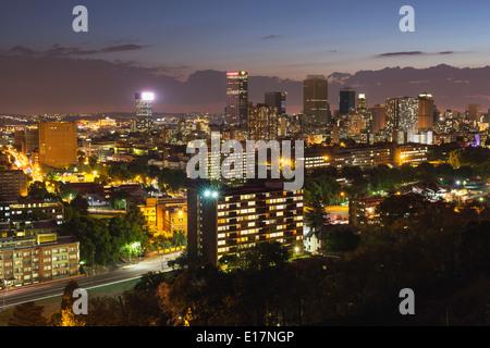 Quartier central des affaires de Johannesburg dans la nuit. L'Afrique du Sud Photo Stock