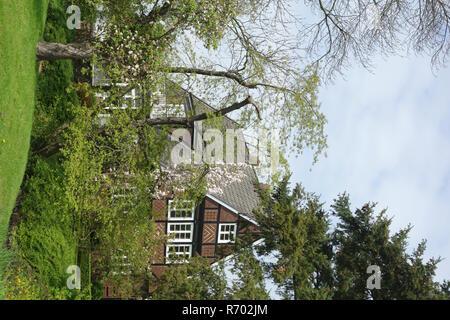 Bâtiment résidentiel cachés dans le vieux pays Photo Stock