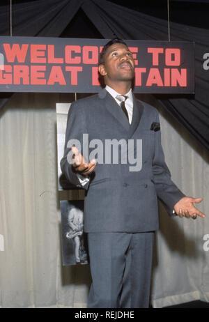 JOHNNY WALKER (1931-1995) Le chanteur et le saxophoniste sur 1967 Photo Stock