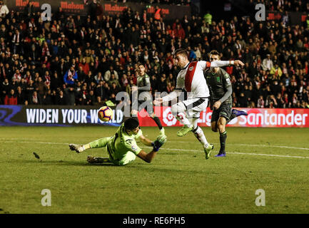 Madrid, Espagne. 20 Jan, 2019. La Liga football, Rayo Vallecano contre Real Sociedad ; Adrian Embarba (Rayo Vallecano) scores pour le rendre 2-0 : Action Crédit Plus Sport/Alamy Live News Photo Stock