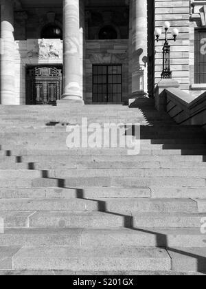 Zig Zag d ombre sur un ensemble d'étapes de plein air Photo Stock