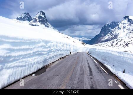 Printemps, Fjellet, Montagnes, neige, route, Passroad, Norvège, Europe Photo Stock