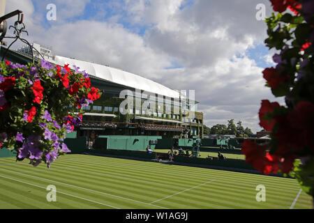 Londres, Royaume-Uni. 1er juillet 2019. Centre Court, le tournoi de Wimbledon 2019, 2019 Allstar Crédit: photo library/Alamy Live News Crédit: Allstar Photo Library/Alamy Live News Photo Stock