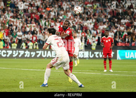 Abu Dhabi, EAU. 20 Jan, 2019. Zayed Sports City Stadium, Abu Dhabi, Émirats arabes unis ; déroulées d football, série de 16, l'Iran et l'Oman ; Sa'ad Suhail d'Oman Sardar Azmoun défis d'Iran : Action Crédit Plus Sport Images/Alamy Live News Photo Stock